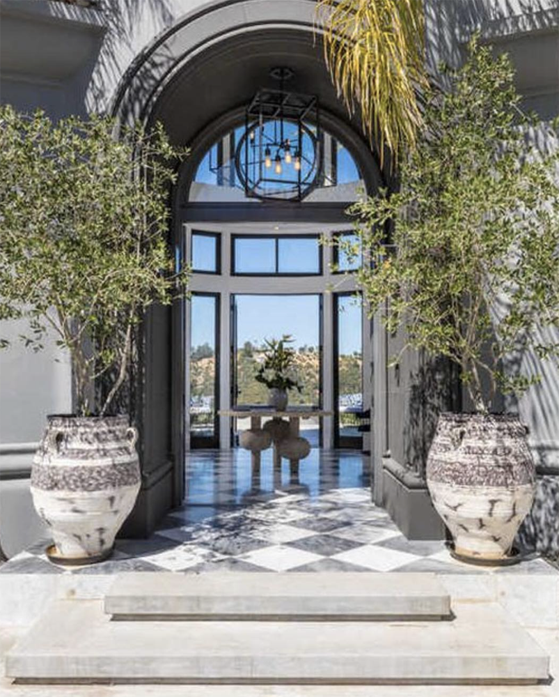 Jenner House Foyer : What does the new kylie jenner house in bel air look like