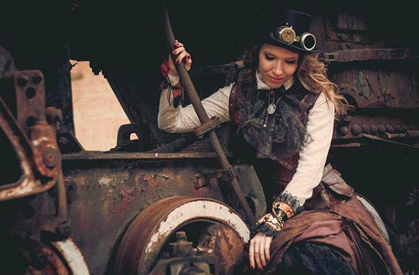 ENTITY Mag shares steampunk style
