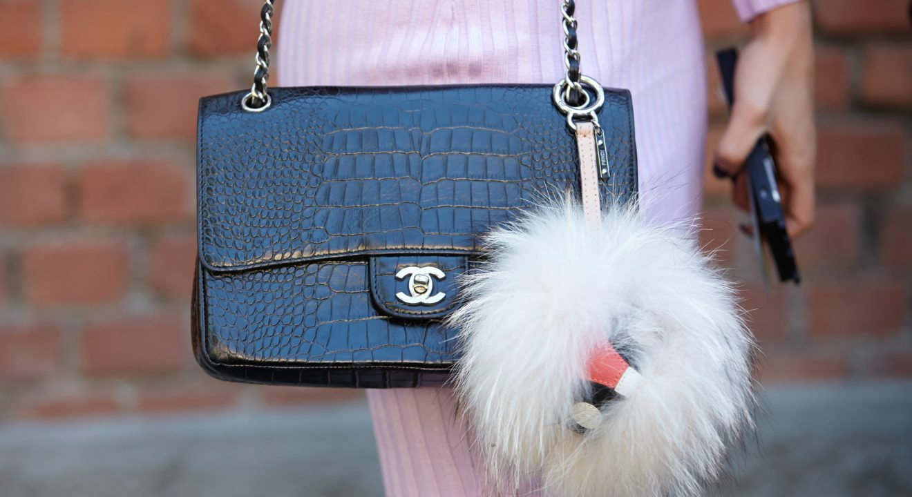 92b57ee89983 Entity explains how to tell the difference between authentic and fake Chanel  purses.