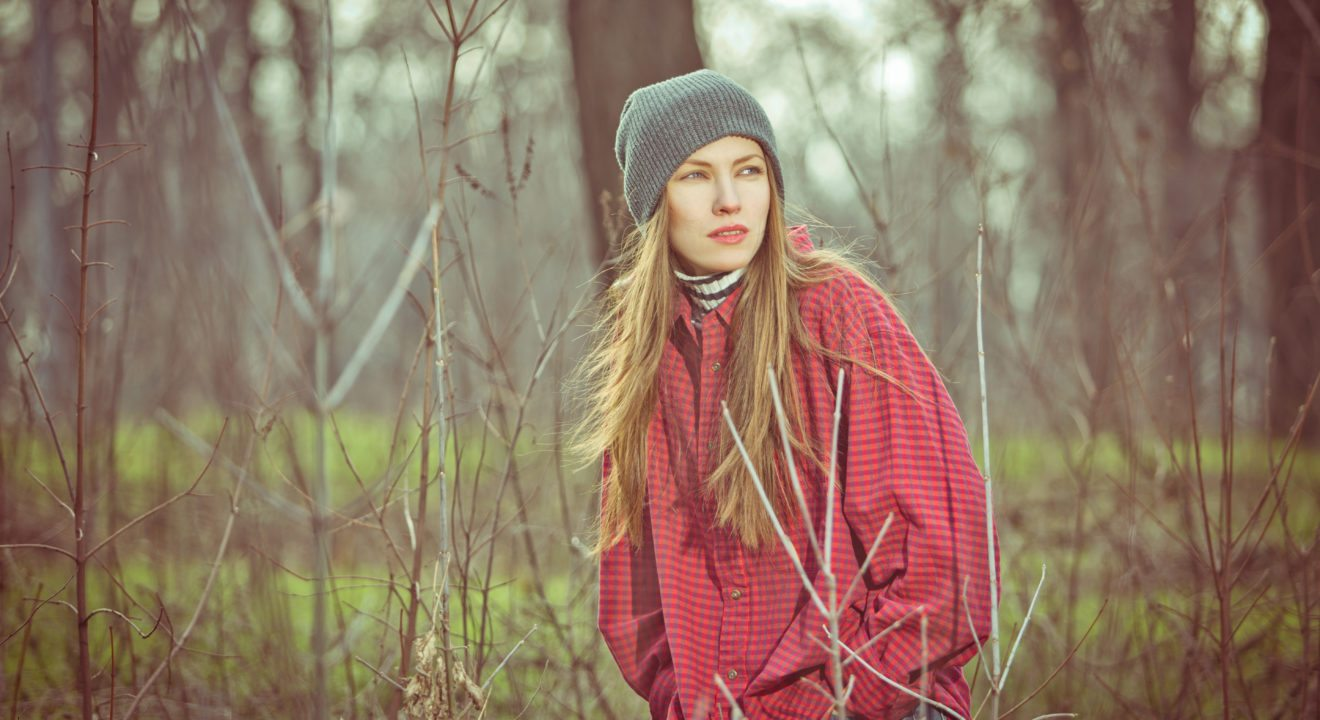 Entity reports on how oversized flannel shirts are bringing back '90s trends.