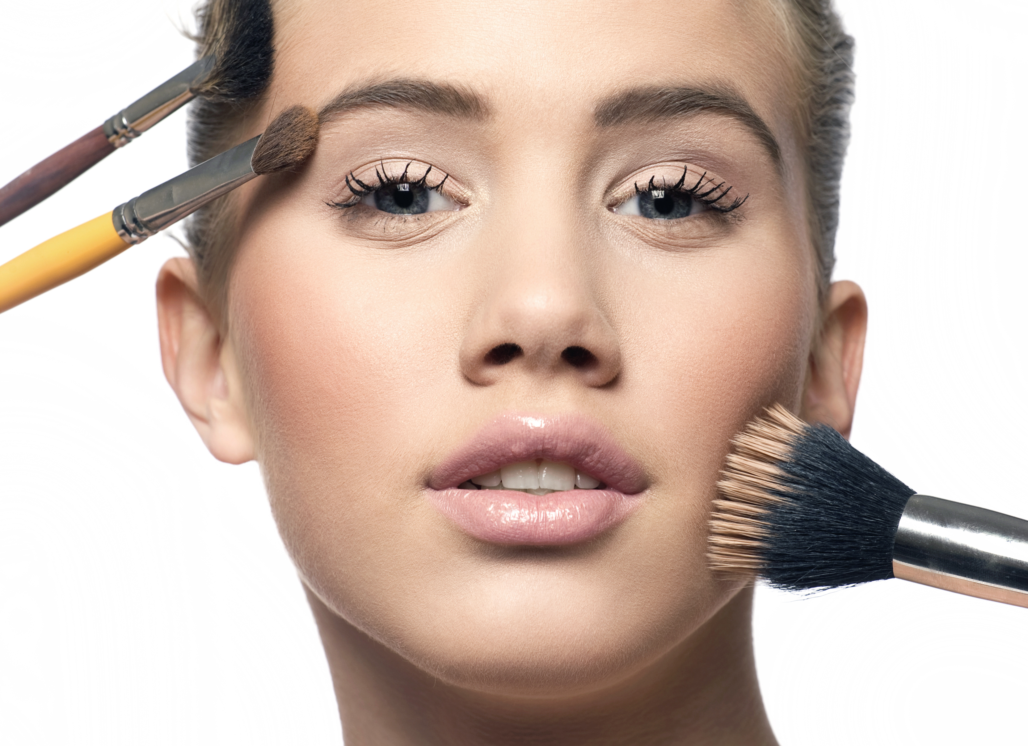 Know About Becoming A Makeup Artist