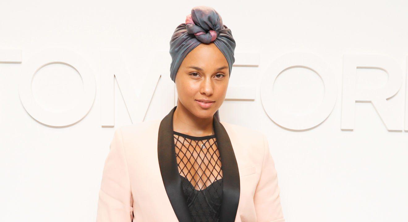 Entity explores Alicia Keys' no makeup look.