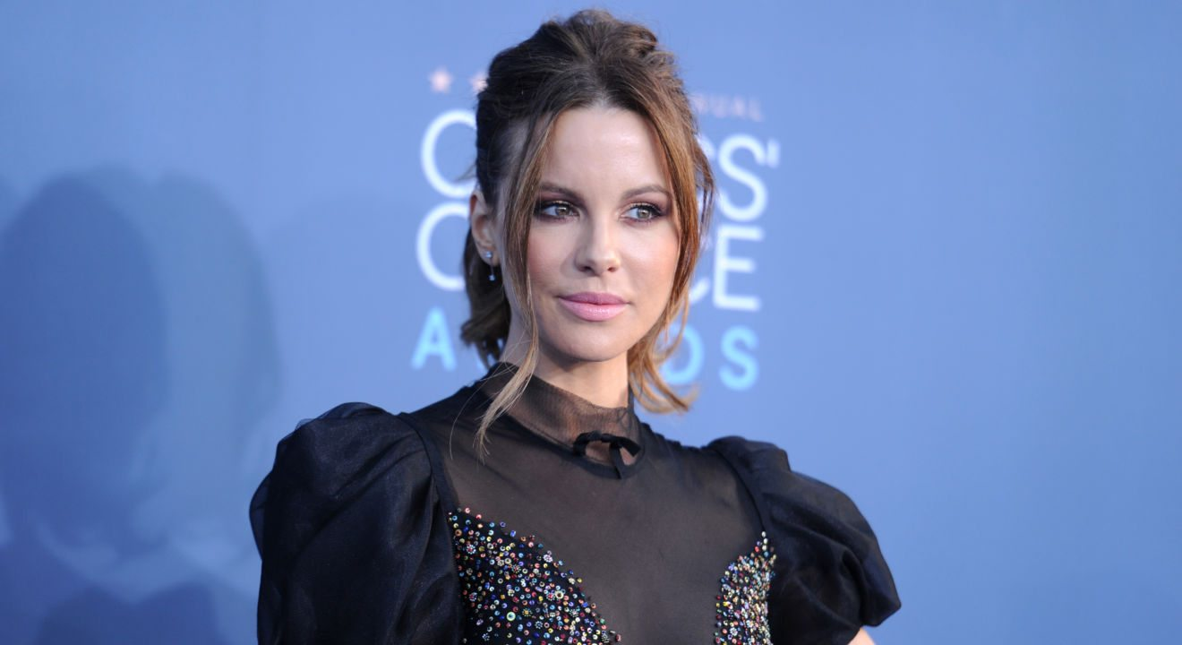 ENTITY critique's Kate Beckinsale's fashion style at the Critics' Choice Awards.