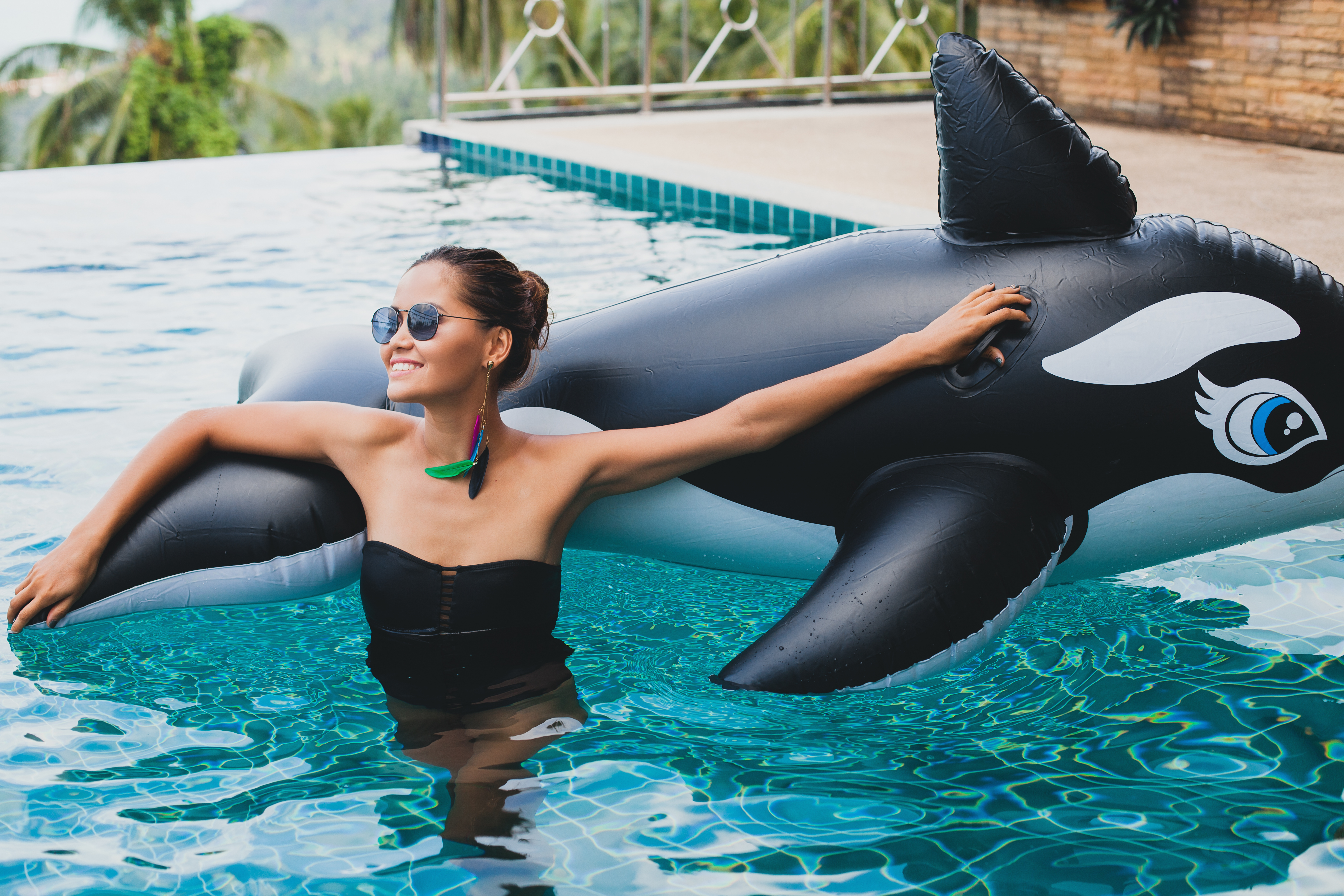 Swimming Pool Games to Play If You\'re Tired of Just Sunbathing