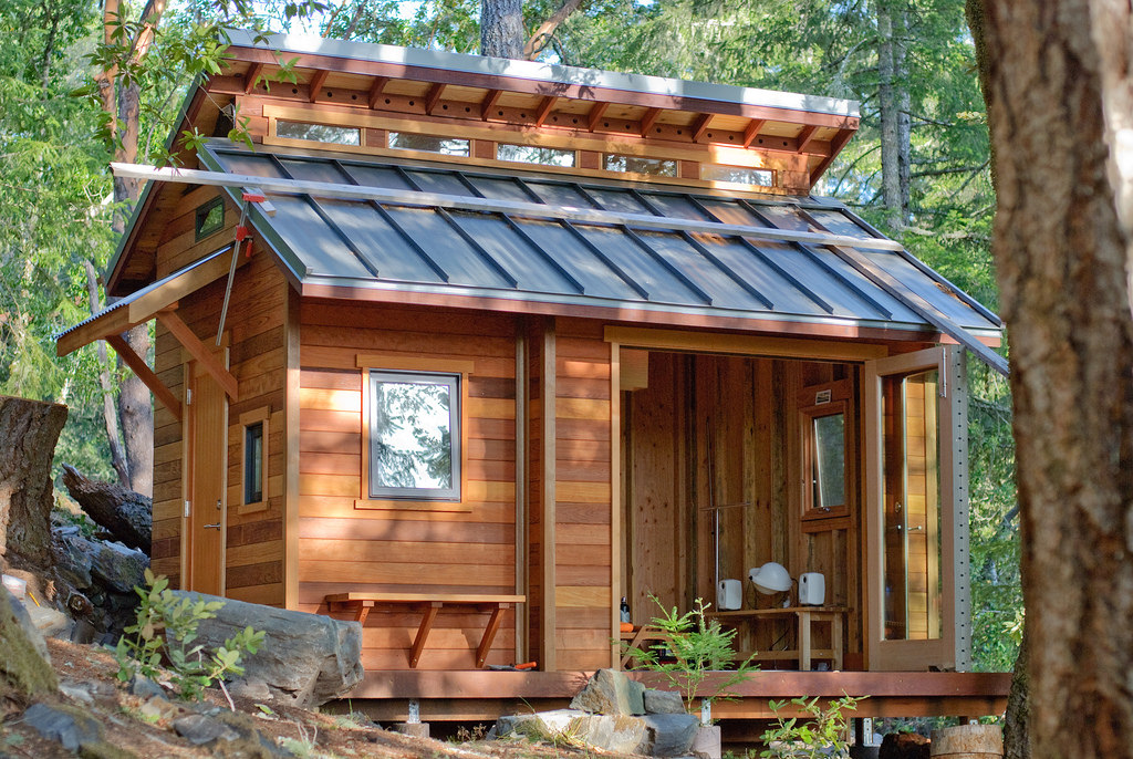 Entity reports on the rise of the tiny house trend.