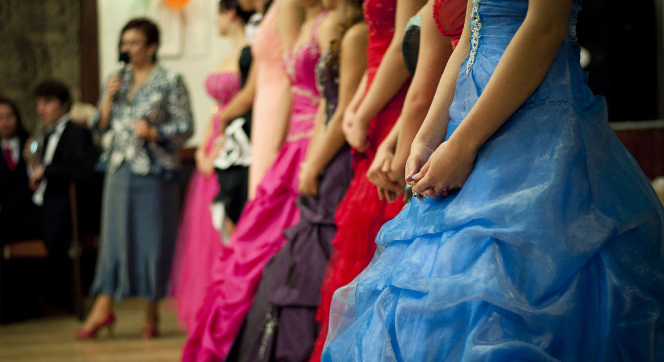 High School in Illinois won't let students pick their own prom dates