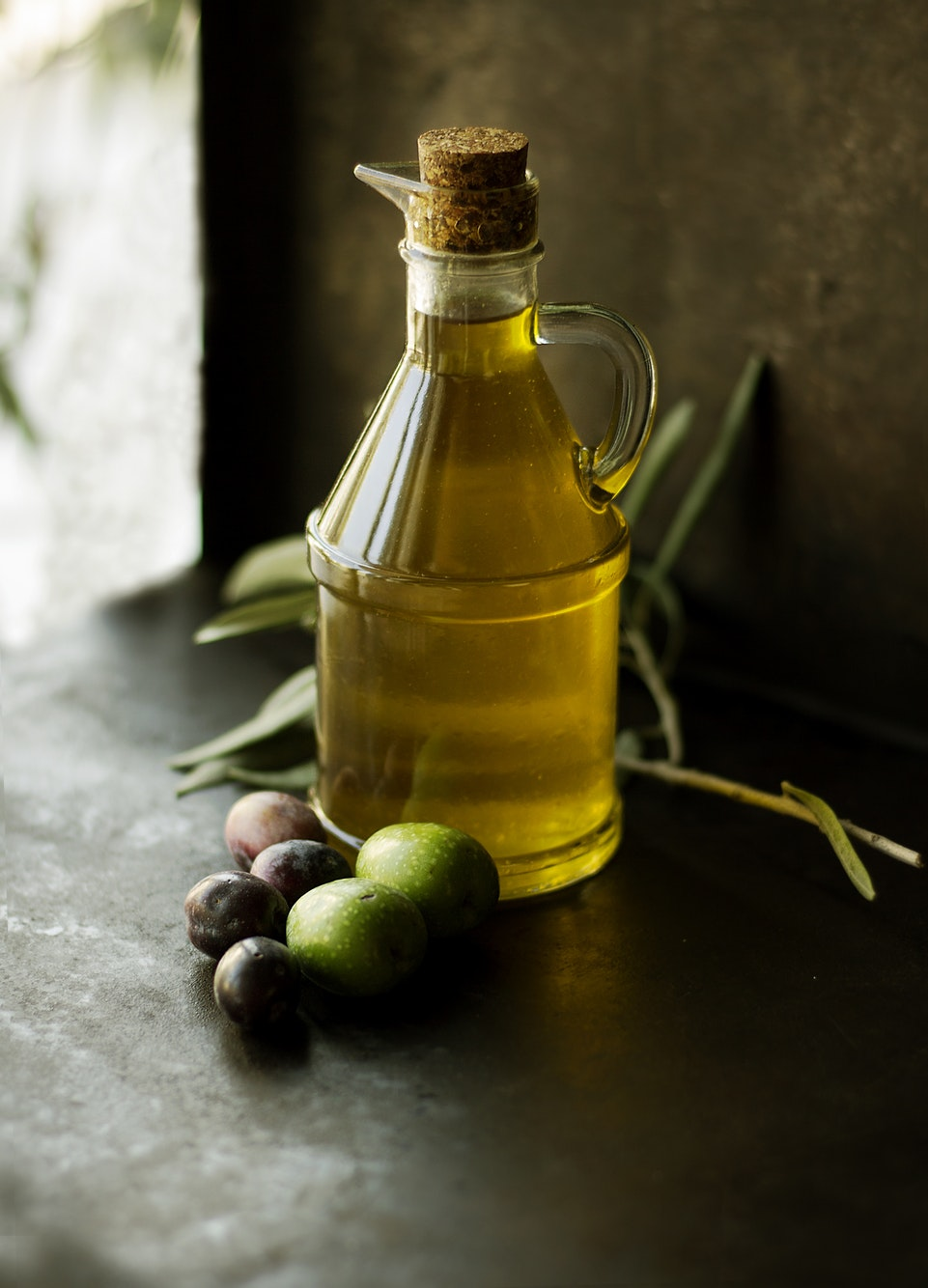 ENTITY shares 7 DIY face masks, including two variations of a brown sugar scrub. PHOTO OF OLIVE OIL VIA UNSPLASH/@ROBERTINA