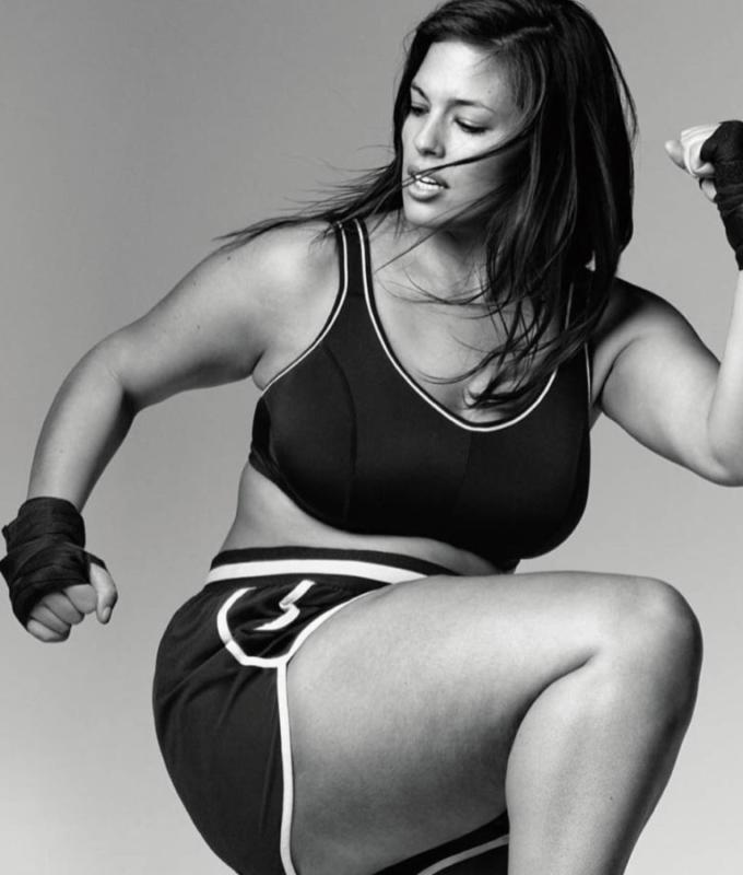 876543cc098 5 Ashley Graham. ENTITY discusses plus size Instagram fitness models.